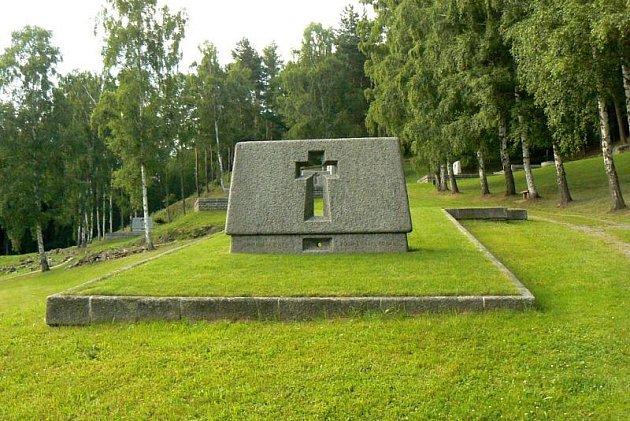 Z památníku v Ležákách.