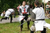 Pivní slavnosti v Zaječicích zpestřili svým vystoupením i šermíři.