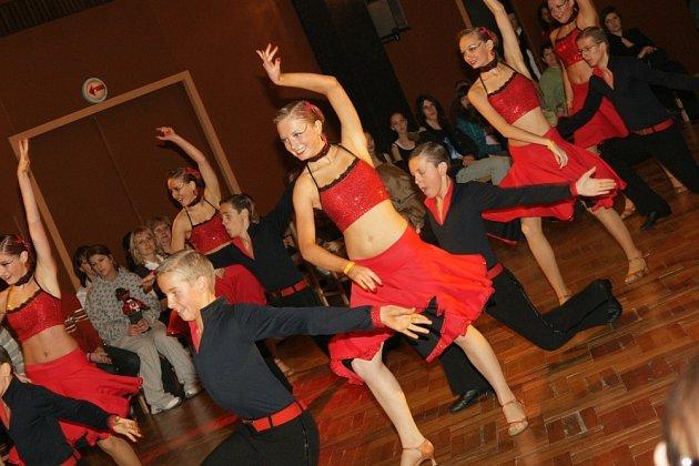 Taneční klub TKG HLINSKO změřil na Slovensku své síly s ostatními kluby v plesových choreografiích v kategorii juniorů.