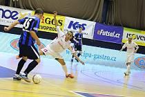 Úvodní finálové utkání play off Jetbull Futsal ligy přineslo psychologicky velmi důležitý první bod obhájci mistrovského titulu po výhře nad jeho největším ligovým konkurentem.