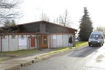 Knihovna v Topolské ulici připomíná provizorní ubytovnu stavebních dělníků.