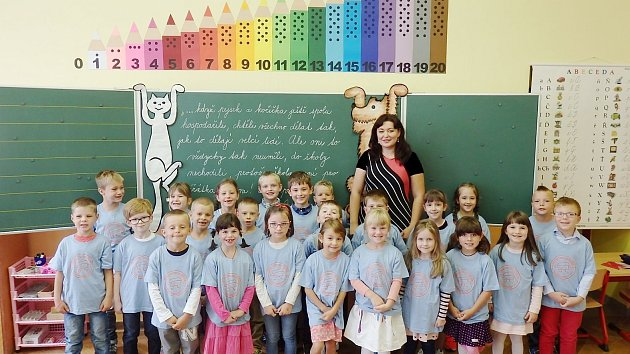 Prvňáci z 1. B. Základní školy Smetanova v Hlinsku, které vede třídní učitelka Hana Půlpánová..
