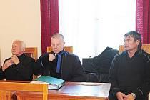Okresní soud v Chrudimi zprostil viny zkušebního komisaře Petra Suchomela i testovacího parašutistu Jana Šturce.