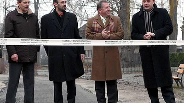 Otevření kanalizace ve Vlčnově.