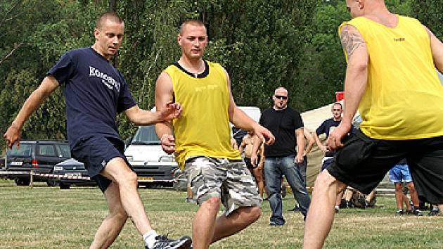 """Sportovně-kulturní akce """"Sportem proti drogám, hudbou proti komunismu""""."""