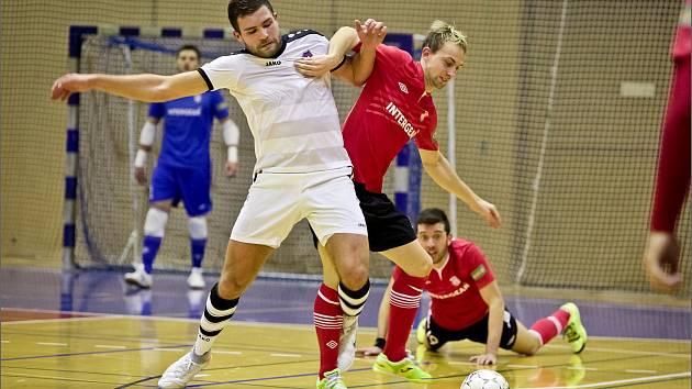 Chrudimští futsalisté se se svým soupeřem z Hodonína dlouho trápili a dokonce prohrávali. Brankáře Lupače až ve druhé půli dvakrát překonal Max a vystřelil Chrudimi tři body.