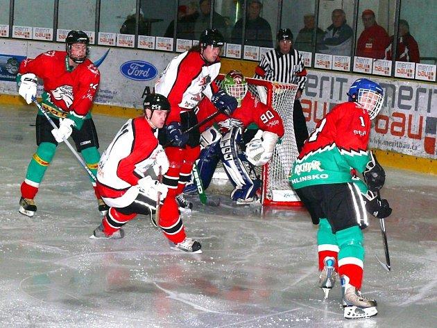 V dohrávce okresního derby krajské hokejové ligy si HC Chrudim B poradil s Hlinskem 9:1.