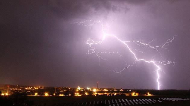 Noční bouřka ze čtvrtka 26. května 2011 na pátek 27. května nabídla nádhernou podívanou i nad Chrudimí.