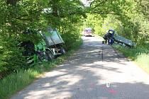 Čelní střet dvou nákladních vozů mezi Licibořicemi a Smrkovým Týncem se naštěstí obešel bez zranění.