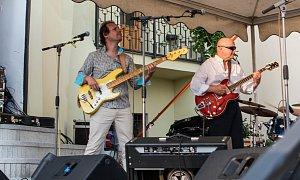 Rocková Vltava zahájila sezónu na terasách Muzea loutek