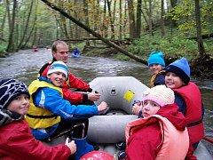 Vodáci se vydali opět po roce na poslední plavbu této sezony, kterou zamkli před příchodem zimy řeku Doubravu.