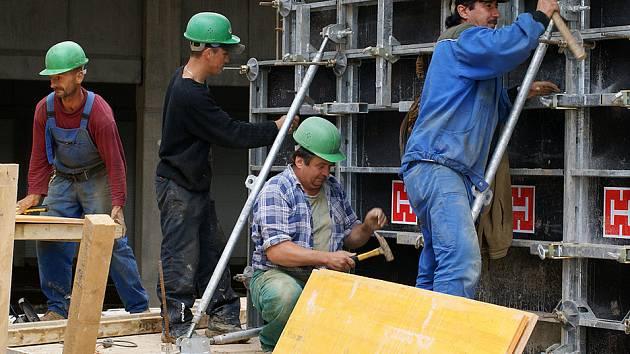 Továrna Dřevovýroby Ficek v průmyslové zóně je již téměř hotova.