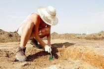 Archeolové začali prozkoumávat silniční trasu budoucího obchvatu.