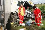 Při dopravní něhodě k níž došlo mezi Městcem a Chroustovicemi, zemřeli 42letý muž a 50letá žena.