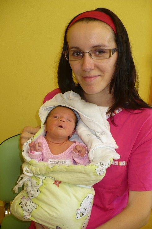 SÁRA HRONOVÁ. Ivana a Jakub Hronovi z Miřetic se 3.8. ve 13:04 stali poprvé rodiči. Jejich Sára měla 2,74 kg a 47 cm.