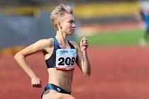 Atletka Anna Kozlová se nových životních výzev rozhodně nebojí. Na svém kontě má několik zlatých medailí, titul mistryně České republiky i vítězství na Letní olympiádě dětí a mládeže. Teď chce sbírat úspěchy především za oceánem.