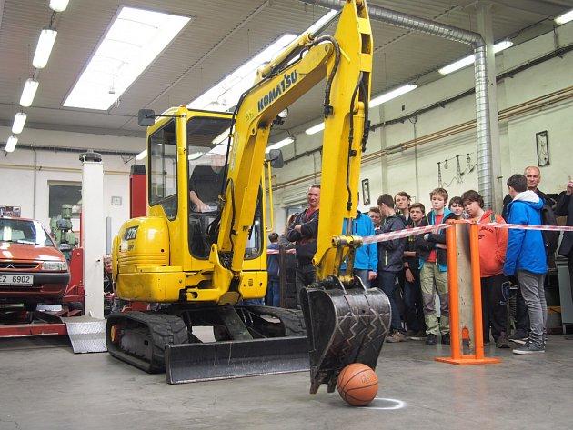 Střední průmyslová škola Chrudim hostila  37. zastavení TECHNOhrátek.