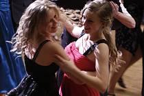 Dívky veselící se při hlineckém Věnečku čeká první plesová sezona. Určitě už vědí, jak se stát královnami parketu.