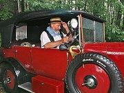 Nové nebo staré auto? Při pohledu na toto nablýskané audi by se většina rozhodla pro nové. Ale i ojeté vozy prokazují svým majitelů dobrou službu.