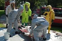 Více než stovka profesionálních hasičů z Pardubického a Královéhradeckého kraje se již po jedenácté sešla v Seči u Chrudimi, kde se konalo další proškolení hasičů chemiků.