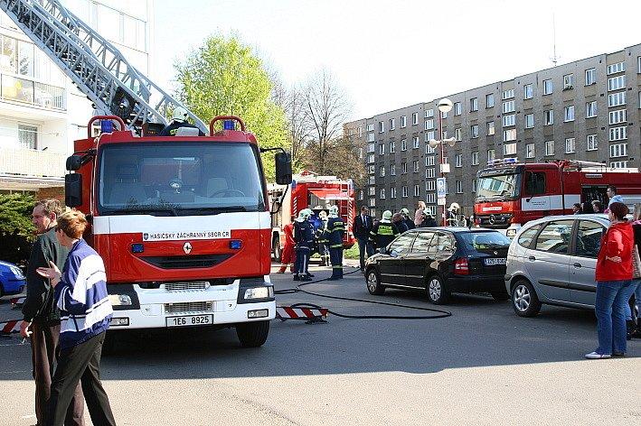 V jednom z bytů na sídlišti U Stadionu v Chrudimi vzplál v kuchyni požár.