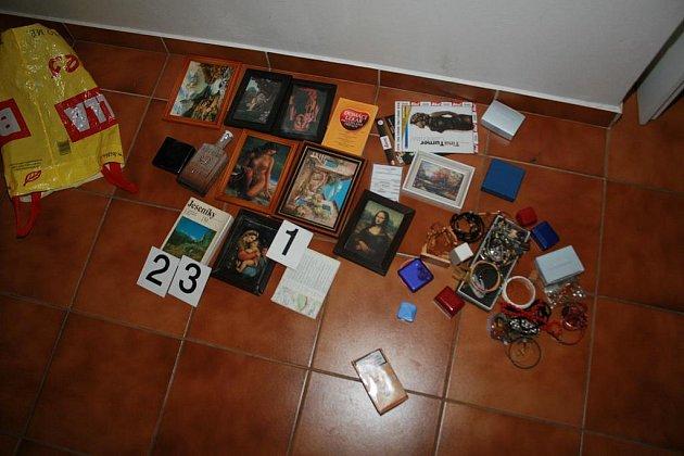 Věci, které chtěl zloděj odcizit z jednoho chrudimského bytu.