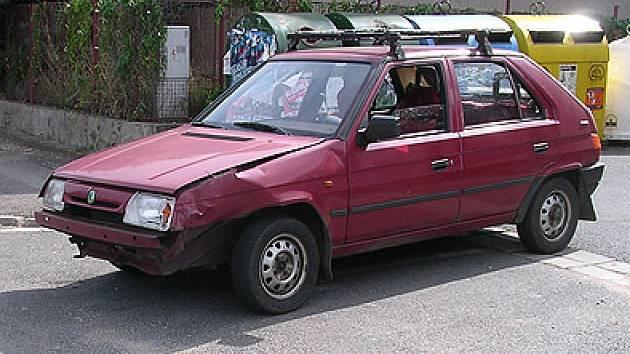 Nehodu způsobil šofétr favoritu nedáním přednosti v jízdě.