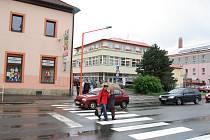 Osvětlení na přechodu pro chodce na Palackého třídě zaplatila Nadace ČEZ.