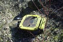 Neznámý pachatel v kolejišti oddělil tři měděná propojovací lana stykového transformátoru a výhybky. Následně transformátor odtrhl od napájecího kabelu a odnesl jej 25 metrů od místa odcizení, kde jej nechal ležet v trávě.