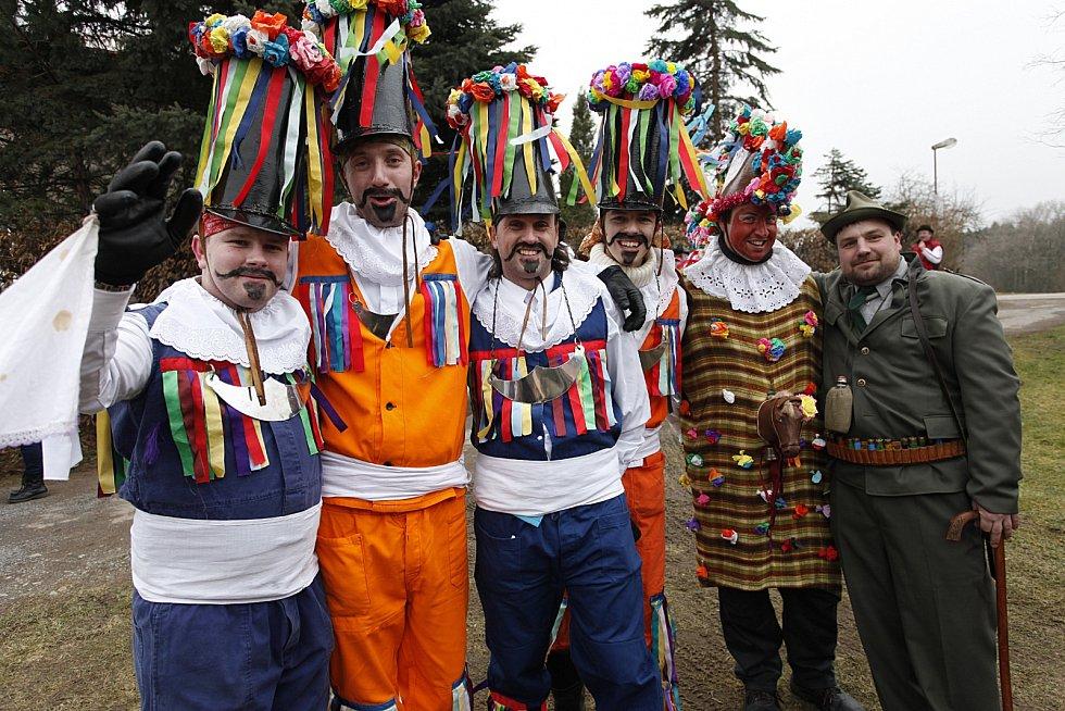 Masopustní veselí na Chrudimsku začalo tradičním průvodem maškar ve Včelákově.