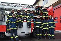 Chrudimští hasiči celý měsíc pilně pěstovali své kníry