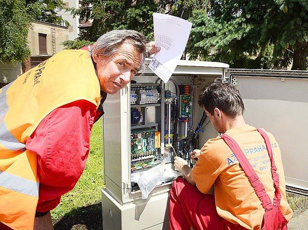 Technici odborné firmy zkontrolovali v uplynulých dnech funkčnost elektroniky nových semaforů.