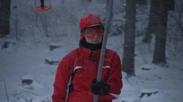 Hlinecká sjezdovka  v obležení lyžařů.