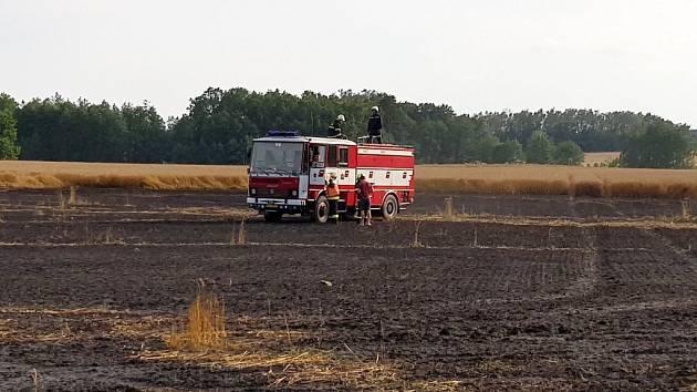 Požár pole v Heřmanicích, 20.7.2019