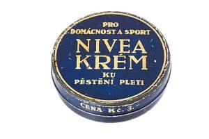 Z webové výstavy Kosmetika - krása na prodej. Krém Nivea, 30. léta 20. století.