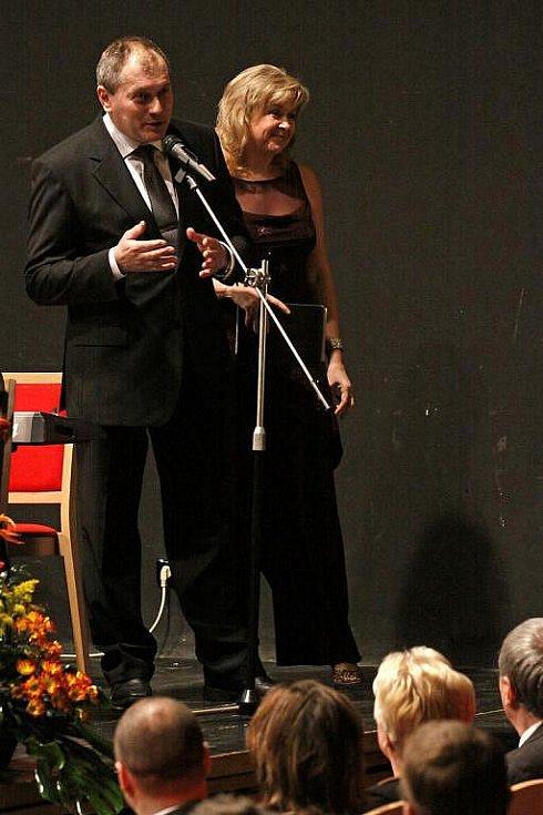 SLAVNOSTNÍ ZAHÁJENÍ 7. ročníku hudebního festivalu ozdobila svou účastí také Gabriela Demeterová.