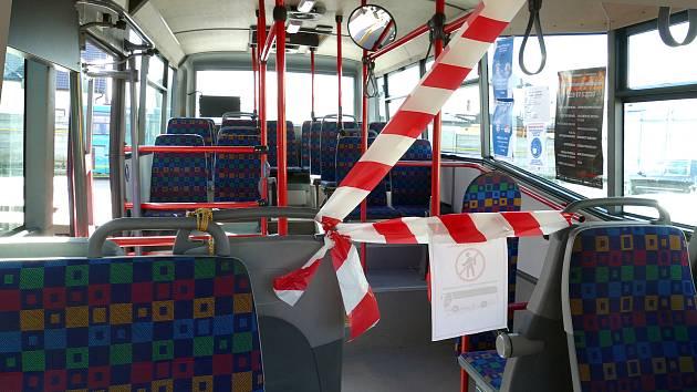 Autobusy už čistí ozonizér, Chrudim ho také koupí. Využijí ho pečovatelky v terénu