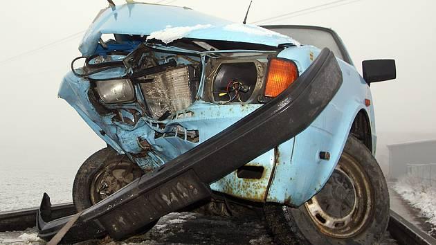 Opilý řidič zavinil poblíž školního statku ve Vestci čelní střet.