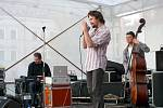 Dan Bárta a Robert Balzar Trio koncertovali na chrudimském náměstí.