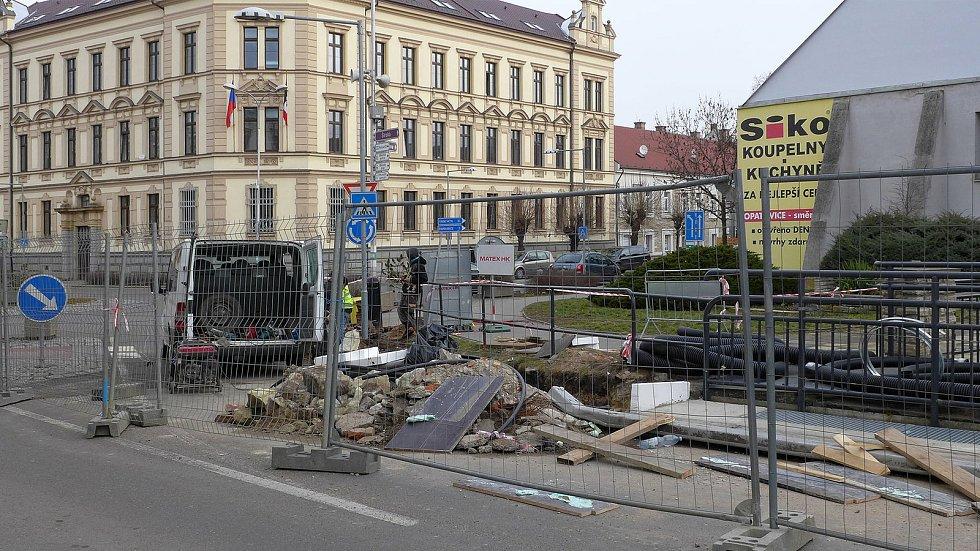 Stavební práce u banky končí
