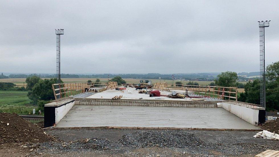 Výstavba obchvatu Chrudimi na silnici I/37 probíhá dle harmonogramu.