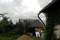 Následky řádění tornáda v Brdu na Lužsku,