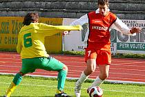 Tomáš Dostálek (vpravo) zřejmě kvůli zlomené zánártní kůstce nestihne začátek jarní sezony.