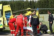Pro zraněného cyklistu u bezinové čerpací stanice OMW V Chrudimi letěl vrtulník