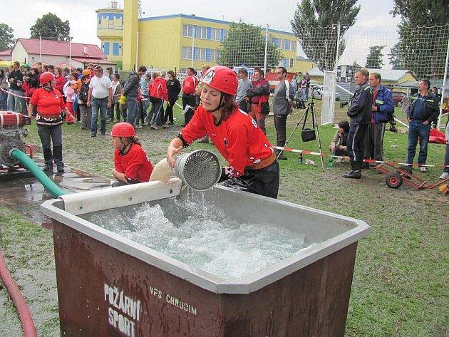 Čtyřiadvacátý ročník hasičské soutěže O pohár města Chrudimě se konal na hřišti za Vodojemem.