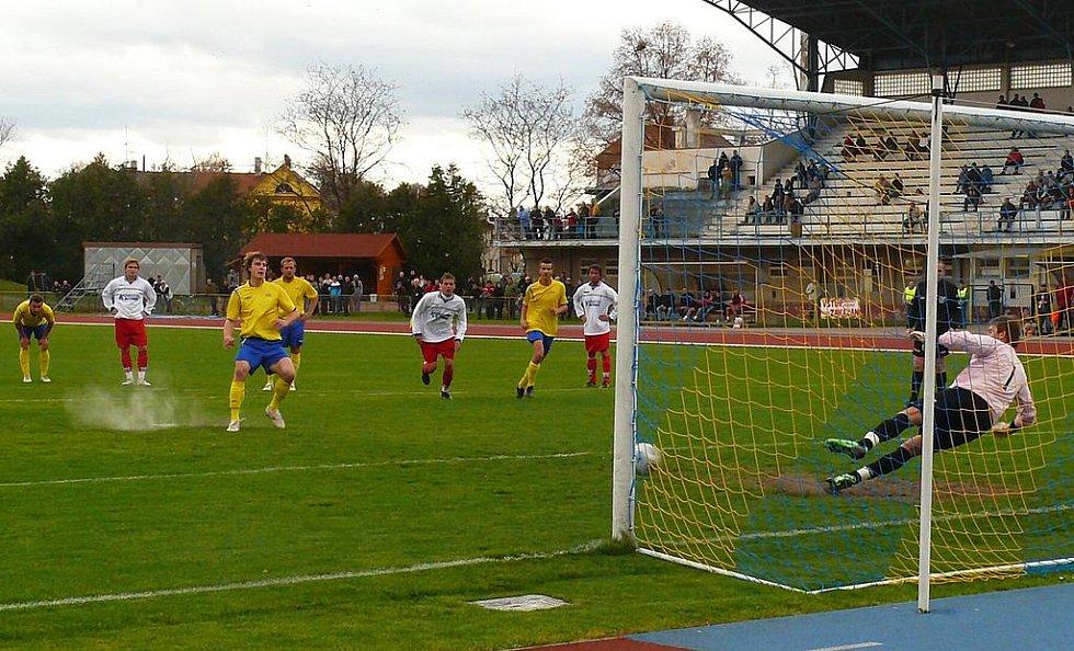Z divizního utkání AFK Chrudim - Slovan Pardubice 6:1.