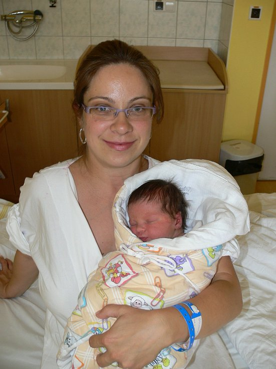BÁRA ŠÁCHOVÁ (3,4 kg a 49 cm) –  tak se od 24.6. od 2:25 jmenuje druhorozená dcera Lucie a Petra z Pardubic. Jejich první dceři Nikolce jsou dva roky.