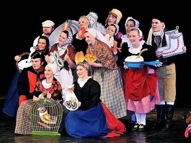 Národopisný soubor Kohoutek z Chrudimi oslavil své výročí v Divadle Karla Pippicha koncertem Trochu výroční.
