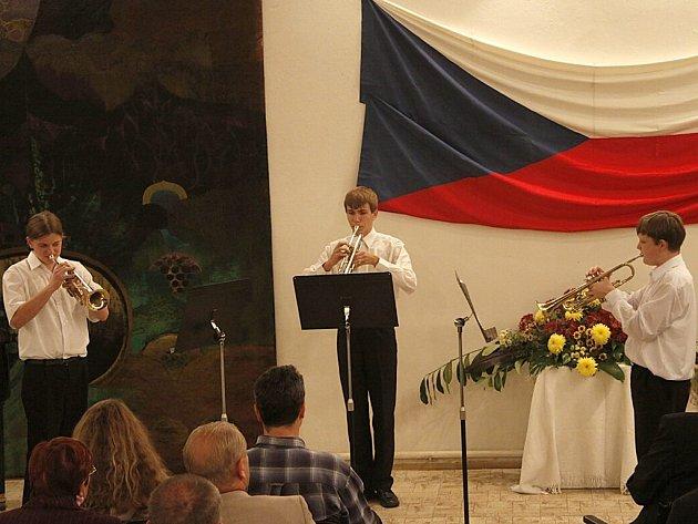 Večer zpestřil koncert žáků hlinecké základní umělecké školy.