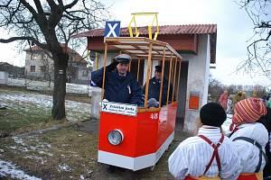 Tradici masopustního veselí v Míčově Sušici obnovili po letech místní fotbalisté